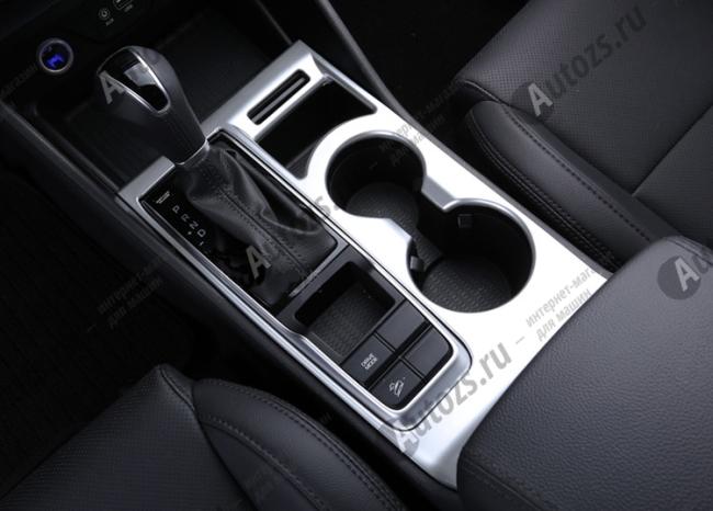 Декоративная накладка на нижнюю консоль салона Hyundai Tucson 3 2015+Хромированные накладки Hyundai Tucson 3 2015+<br>Декоратинвные молдинги используются для украшения панели приборов, салона и т.д.<br><br><br>Простая и легкая установка (все в комплекте):<br><br><br>Очистить поверхность, куда будут устанавливаться накладки.<br><br>Снять скотч с накла...<br>