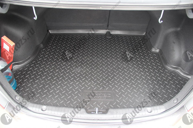 Накладка на задний борт багажника Hyundai Solaris 1 2010+Хромированные накладки Hyundai Solaris <br>Накладка на багажник предназначена для защиты поверхности заднего борта багажного отсека и служит стильным элементом внешнего тюнинга. Аксессуар эффективно предотвращает возникновение царапин и других поврежден...<br>