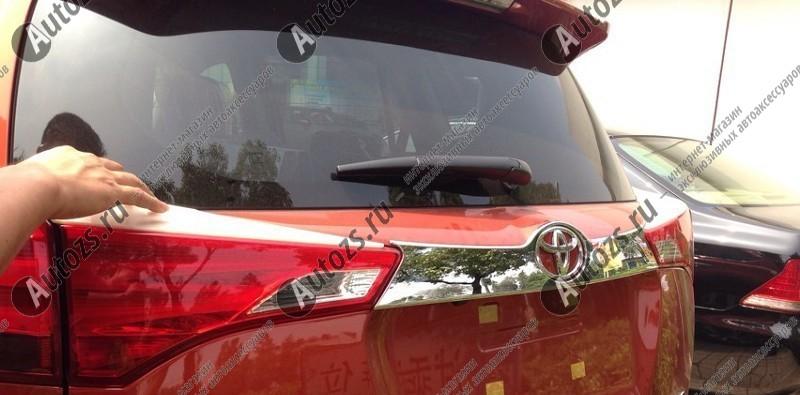 Хромированная накладка на дверь багажника Toyota Rav 4 CA40 2013-2015 AХромированные накладки Toyota RAV 4<br>Прочные накладки на дверь багажника служат незаменимым аксессуаром для усовершенствования внешнего вида автомобиля и замены штатных деталей, выполненных из пластика и подверженных выходу из строя под действием в...<br>