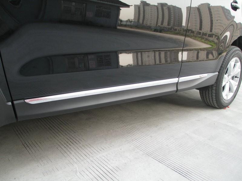 Хромированные накладки на двери Subaru Forester SJ 2013+Хромированные накладки Subaru Forester<br>Молдинги относятся к наиболее распространенным элементам внешнего автомобильного тюнинга. Аксессуары выполняются в виде небольших выпуклых планок для декорирования автомобиля. Накладки на двери также служат для...<br>