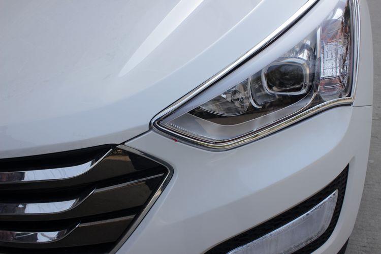 Хромированные накладки на фары Hyundai Santa Fe 3 2012+Хромированные накладки Hyundai Santa Fe<br>Установка накладок на фары является популярным среди автолюбителей способом внешнего тюнинга автомобилей. Стильные и надежные аксессуары не только служат оригинальными декоративными элементами дизайна, но и выпо...<br>