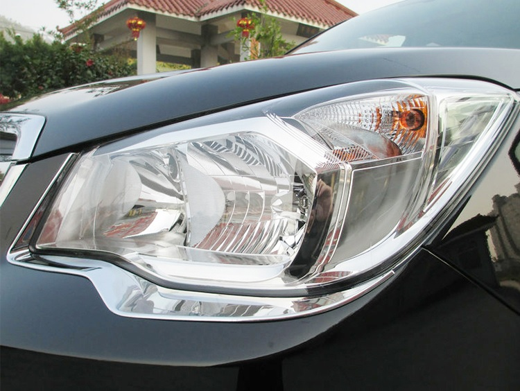 Хромированные накладки на фары Subaru Forester SJ 2013+ (реснички)Хромированные накладки Subaru Forester<br>Установка накладок на фары является популярным среди автолюбителей способом внешнего тюнинга автомобилей. Стильные и надежные аксессуары не только служат оригинальными декоративными элементами дизайна, но и выпо...<br>