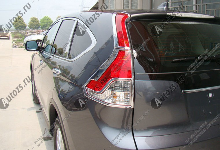 Хромированные накладки на задние фонари Honda CR-V 4 2012-2015Хромированные накладки Honda CR-V<br>Установка накладок на фонари является популярным среди автолюбителей способом внешнего тюнинга автомобилей. Стильные и надежные аксессуары не только служат оригинальными декоративными элементами дизайна, но и вы...<br>
