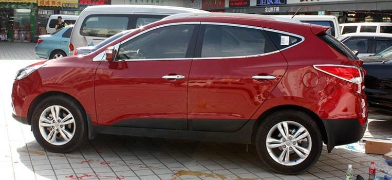Молдинги окон Hyundai ix35 2010+ (10 молдингов)Хромированные накладки Hyundai ix35<br>Молдинги относятся к наиболее распространенным элементам внешнего автомобильного тюнинга. Аксессуары выполняются в виде небольших выпуклых планок для декорирования боковых окон автомобиля. Накладки на окна двер...<br>