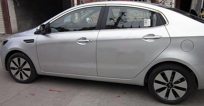 Молдинги окон Kia Rio 3 2011-2016 седан (14 молдингов)Хромированные накладки Kia Rio<br>Молдинги относятся к наиболее распространенным элементам внешнего автомобильного тюнинга. Аксессуары выполняются в виде небольших выпуклых планок для декорирования боковых окон автомобиля. Накладки на окна двер...<br>