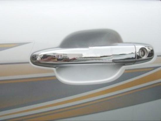 Накладки на дверные ручки Toyota Land Cruiser Prado 120 2002-2009Хром накладки на ручки<br>Хромированные аксессуары используются для установки на ручки дверей и декоративного оформления других деталей кузова автомобиля. Накладки также выполняют защитную функцию, предотвращая возникновения мелких цара...<br>