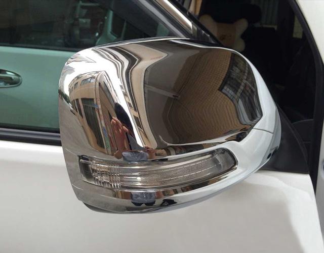 Накладки на зеркала заднего вида Toyota Land Cruiser Prado 150 2009-2013 BХром накладки на зеркала<br>Использование накладок на зеркала придает автомобилю оригинальный и презентабельный вид, эффектно выделяя его из общего потока транспорта. Кроме того, плавные изгибы накладок повышают обтекаемость и улучшают аэро...<br>
